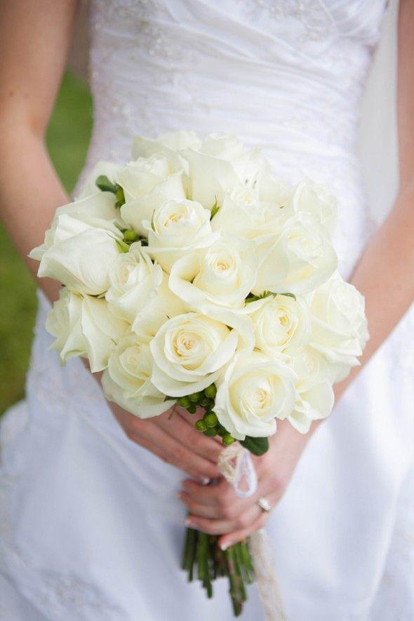 Gorgeous white rose bouquet | rusticweddingchic.com
