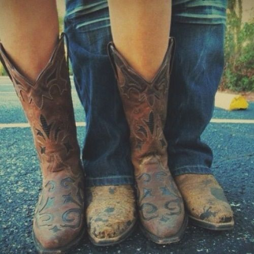 This is such a cute idea for couple photo shoots #countrythang #countrycouple…