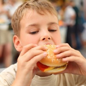 A new study has found that 90% of US kids eat far more salt than the recommended guideline, putting them at greater risk of heart disease and high blood pressure in later life.