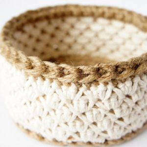 work in progress: jute and cotton crochet basket | JaKiGu