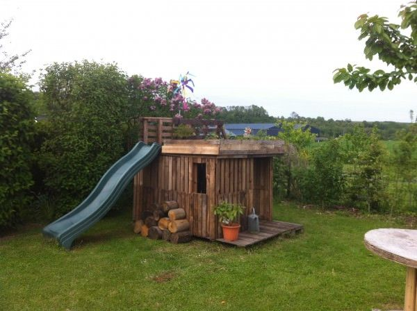 Kids Playhouse With Green Roof Made Out Of 20 Recycled Pallets Kids Projects With Pallets Pallet Huts, Cabins & Playhouses