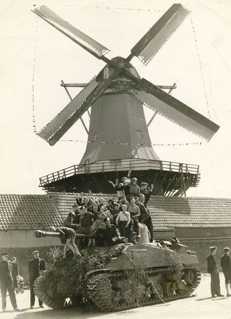 Liberation of Harderwijk by Canadian troops (April 18th, 1945)