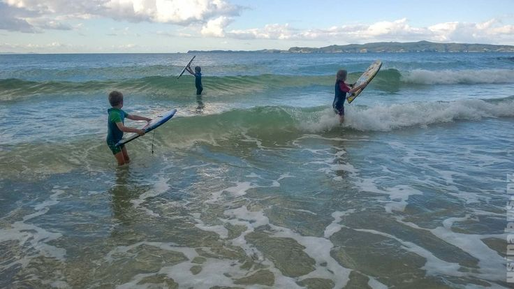 Family Travel Blog NZ.  Body boarding time inperfect child friendly surf at Otama Beach.  Usinabus