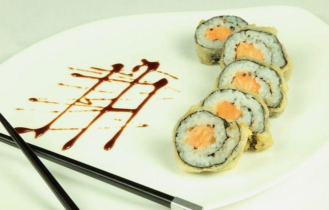 Роллы с лососем в темпуре