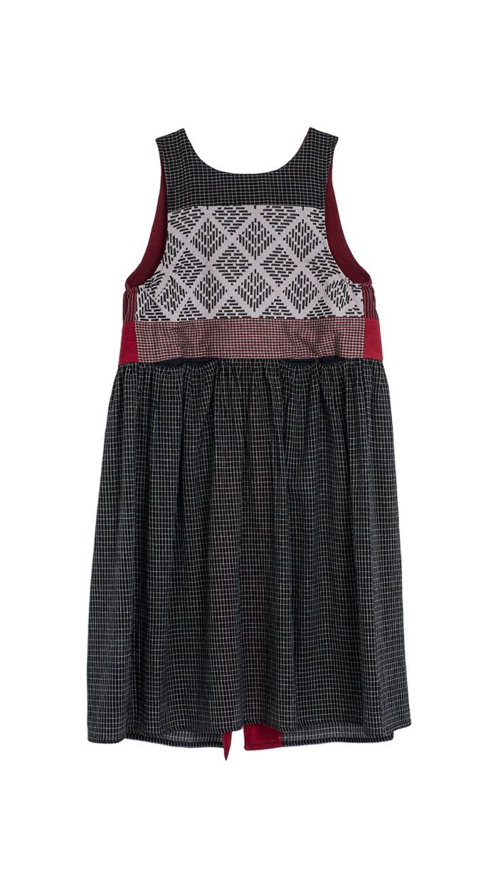 Theresa Martin - Up Skirts : Up skirt Diagonal Back Ikat http://www.tmcollection.com/en/shop/woman/411-up-skirts/685-up-skirt-diagonal-back-ikat-detail.html