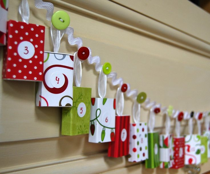 Christmas Advent Calendar Garland. I see a DIY in my future after Christmas clearance this year...: