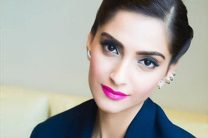 Best Fuchsia Lipsticks Available in India: Read on to Find your Perfect Fuchsia Lipstick