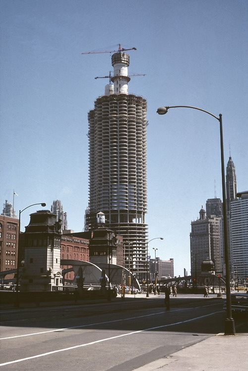Old Chicago. Marina towers 1960 construction