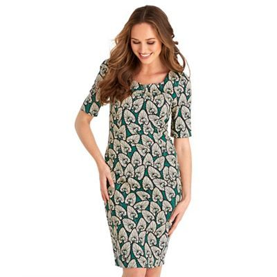 Here's an elegant all-rounder for any smart occasion. We love the flattering fit and striking print, perfect for creating a beautiful vintage-style look.