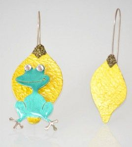 Χαριτομένα σκουλαρίκια βατραχάκι πάνω σε φύλλο! #skoularikia #vatraxakia #fyllo #petrol #kitrino #lewelry #κοσμηματα #kosmhma σκουλαρικια