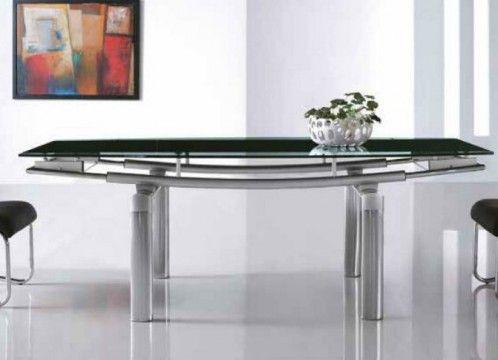 Mesa de comedor moderna con estructura de acero curvado, y tapa de cristal templado.