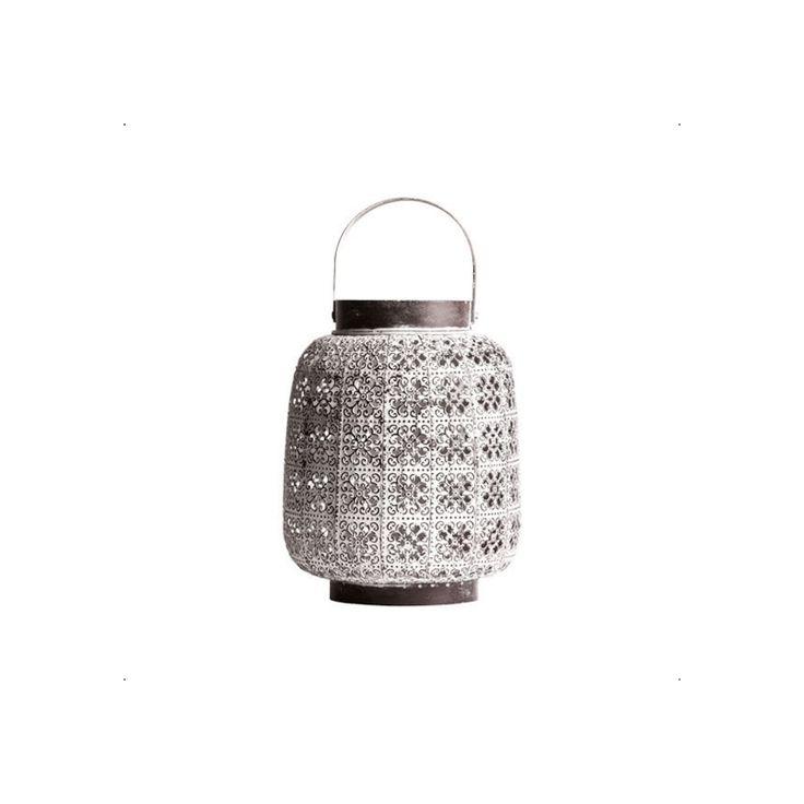 Flot lanterne lavet af metal med et antik hvidt look. Få et fedt og hyggeligt udtryk ved at mixe denne lanterne med vores andre lanterner på vores webshop.