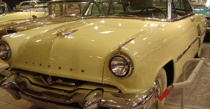 1953 Lincoln Cosmopolitan 2door | Álomautó Múzeum | Veterán autó bérlés | Oldtimer autók | Amerikai veterán autók | Régi amerikai autók | Veterán autó bérlés esküvőre és rendezvényre