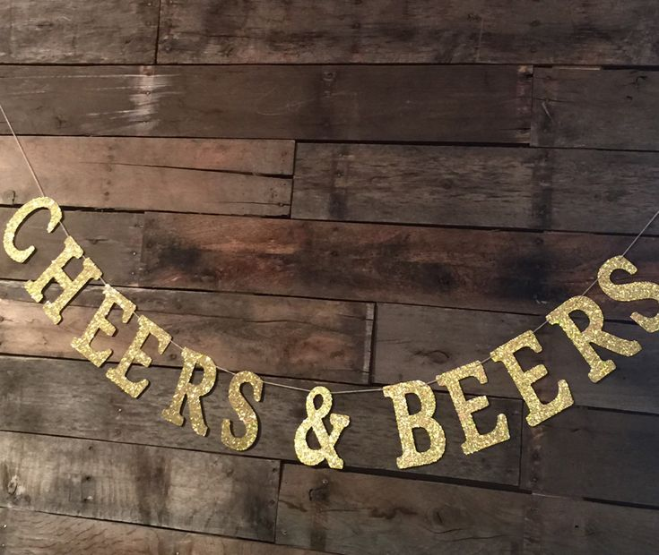 Ajouter un peu d'éclat à votre célébration de fête ou bachelorette de pendaison de crémaillère avec cette bannière de « Cheers & bières » fun or pailleté. Bannière est fait de ficelle et de carton de qualité. Chaque lettre mesure 5 « T. longueur de la bannière est 54 » long.