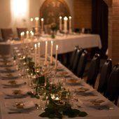 La Cuvée Kålltorp. Ingår porslin, möbler samt mycket annat. Pris varierar från ca 7000 till 13000 på helger beroende på dag och längd.
