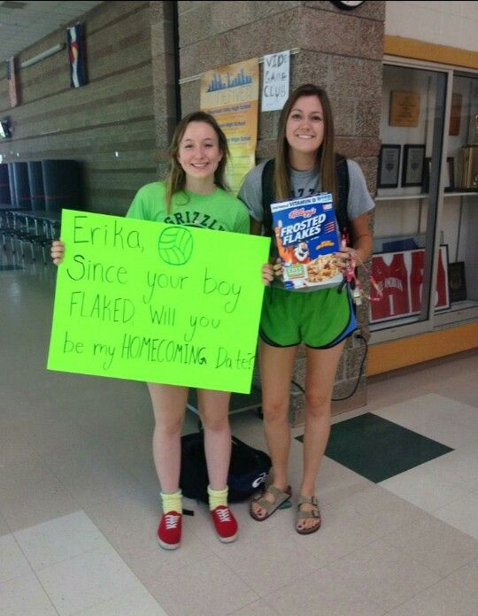 A cute way to ask a friend to homecoming