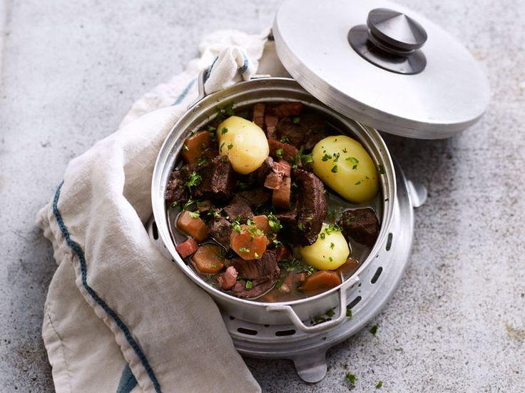 Découvrez la recette Boeuf carottes cocotte minute sur cuisineactuelle.fr.