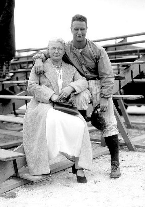 Christina Gehrig & her son Lou, ca. 1926 New York Daily News photo