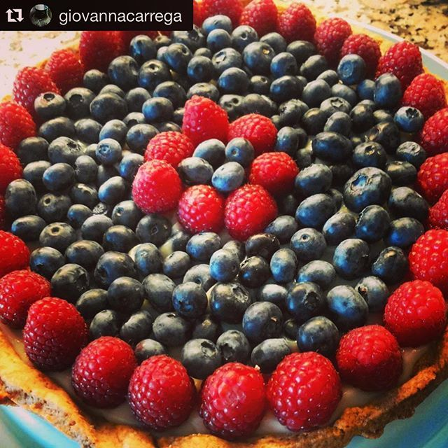 Our lovely friend  @giovannacarrega is tempting us again with this delightful #cake with #forestfruits  #shortcrust #shortcrustpastry #wildberries #berries  #raspberry #blueberry #custard #fruttidibosco #dessert #food #foodporn #warmcocotte #handmade #ognitantocucino #otcucino