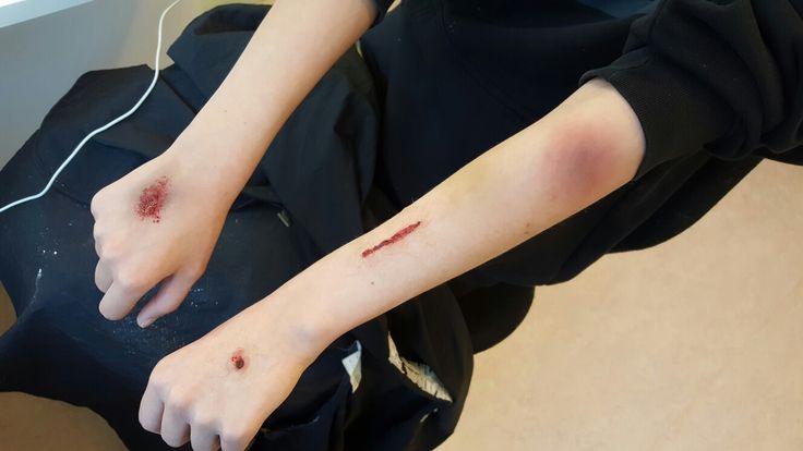 Specialeffekter, skotthål, knivhugg, blåmärke och skrapsår