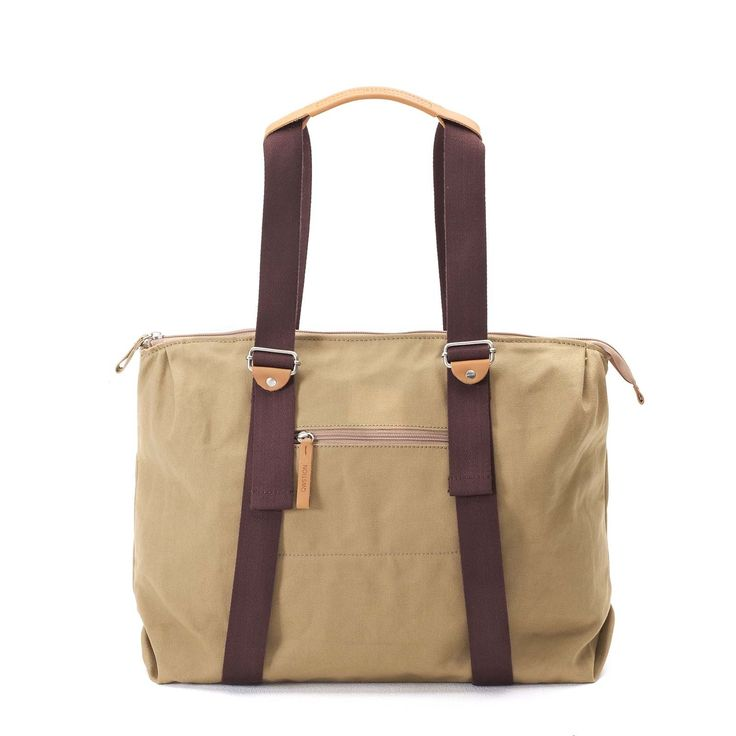 QWSTION - SIMPLE ZIPTOTE - ORGANIC CAMEL - We've always liked simple holdalls, but also the comfort of a backpack when carrying some weight. Our new Simple Ziptote offers both. With a volume suited for daily use, an outside and some inside pockets and our Simple-Strap-System®, you get lots of versatility with classic style. The ultra convertible bag!