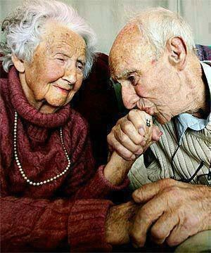 """""""... Je sais qu'offrir un sourire, un soutien, avoir une intention qui réjouit l'autre sont les plus beaux cadeaux que l'on puisse prodiguer à autrui et à soi-même. Et que donner sans rien attendre en retour, sans que cela se sache ou se voit, emplit l'âme d'une joie incomparable et durable qui procure du sens à ce que l'on est et à ce que l'on fait."""""""