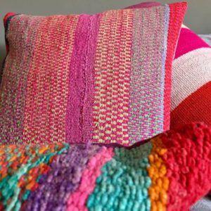 cojines hechos con alfombras étnicas - cojines étnicos