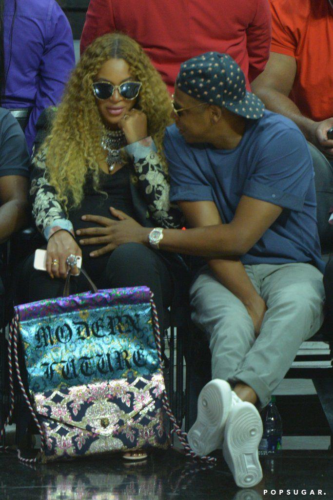 Jay Z frotte le ventre enceinte de Beyoncé alors que Courtside for the Clippers