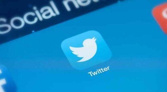 تويتر يطلق خاصية جديده على صفحة التايملاين تتيح عرض التغريدات المتشابهة أسفل بعضها البعض وسيكون Incoming Call Incoming Call Screenshot Twitter