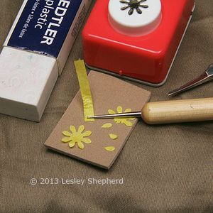 How to Make Tiny Daffodils in Dolls House Scales: How to Shape Petals For Miniature Daffodils