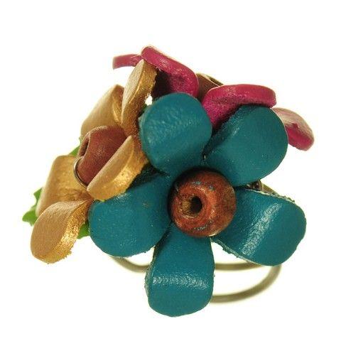 Inel handmade din piele floare albastra  http://www.argintarie.ro/Inel-handmade-din-piele-floare-albastra-p-17086-c-23-p.html