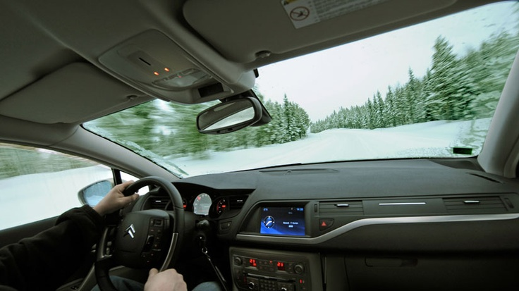 Unique to Citroën, intelligent traction control (ITC) provides grip on slippery surfaces to help the car travel through snow, black ice and rain. ITC analyses factors such as the slope of the road, type of snow and ice to adjust the slippage of the right and left wheels separately.