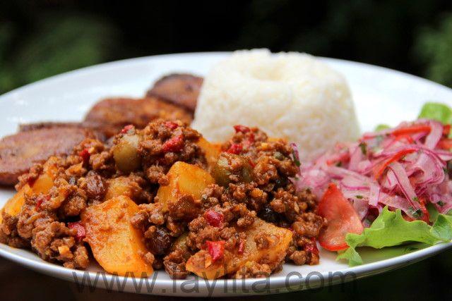 El picadillo es un plato típico latino preparado con carne molida de res, papas o patatas, cebolla, ajo, comino, pimientos, vino blanco, salsa de tomate, pasas, aceitunas y alcaparras.