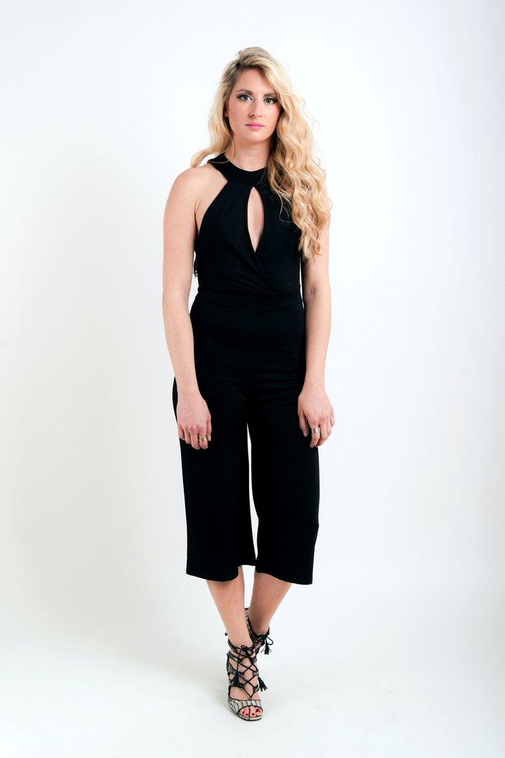 Ολόσωμη ζιπ-κιλότ με ανοιχτή πλάτη και δαντέλα! Μοντέρνα και σέξυ επιλογή. 39€ — at Kendal Clothing.