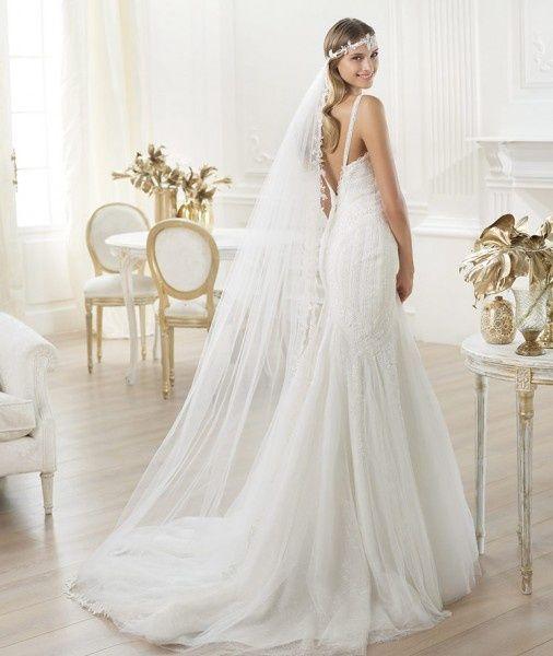 #TendenciadeNovias:  Para el velo de novias como principal tendencia para este 2014 tenemos los velos de novia dramáticos y largos tipo catedral que se caracterizan por darle a la novia un toque de glamour y elegancia.