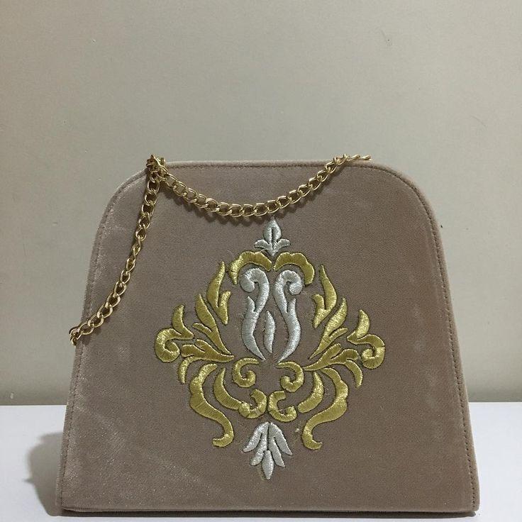 Bilgiiçin: haticeozturk2008@gmail.com #maraşişi #simsırma #bag #çanta #fashionbag #elegant #rokoko #hijapfashion #elyapımıçanta #hanmadebag #style #shopping