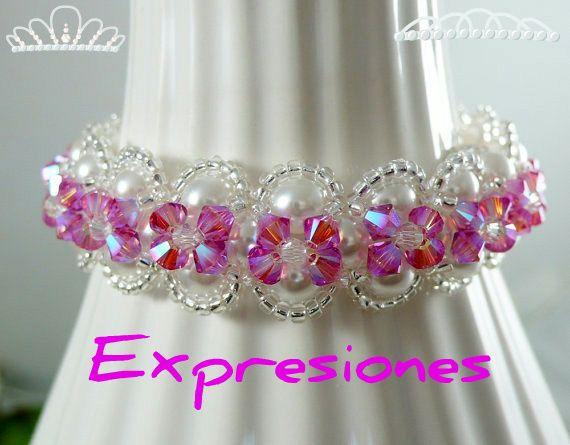 Pulsera tejida en mostacilla checas plateadas, perlas y cristales swaroski rosadas