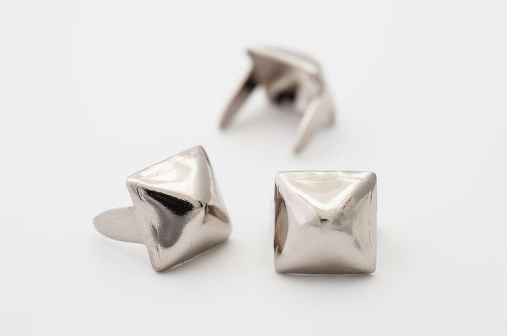 "stud - Pyramid Small 1/4"" Silver  BAG QUANTITY PRICES -  ☆ Bag of 100 - $3.41  ☆ Bag of 500 - $16.23  ☆ Bag of 1000 - $29.94"