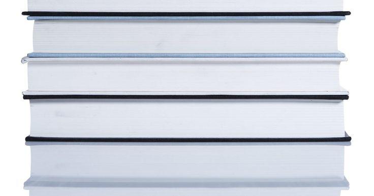 Como fazer uma estante giratória. Estantes giratórias permitem que você acesse facilmente os livros e aproveite o espaço disponível. É possível fazer uma utilizando madeira compensada de qualidade e uma base giratória. A estante é um móvel retangular com três prateleiras, aberta na parte detrás, para que os livros possam ser colocados dos dois lados das prateleiras. Além disso, ...