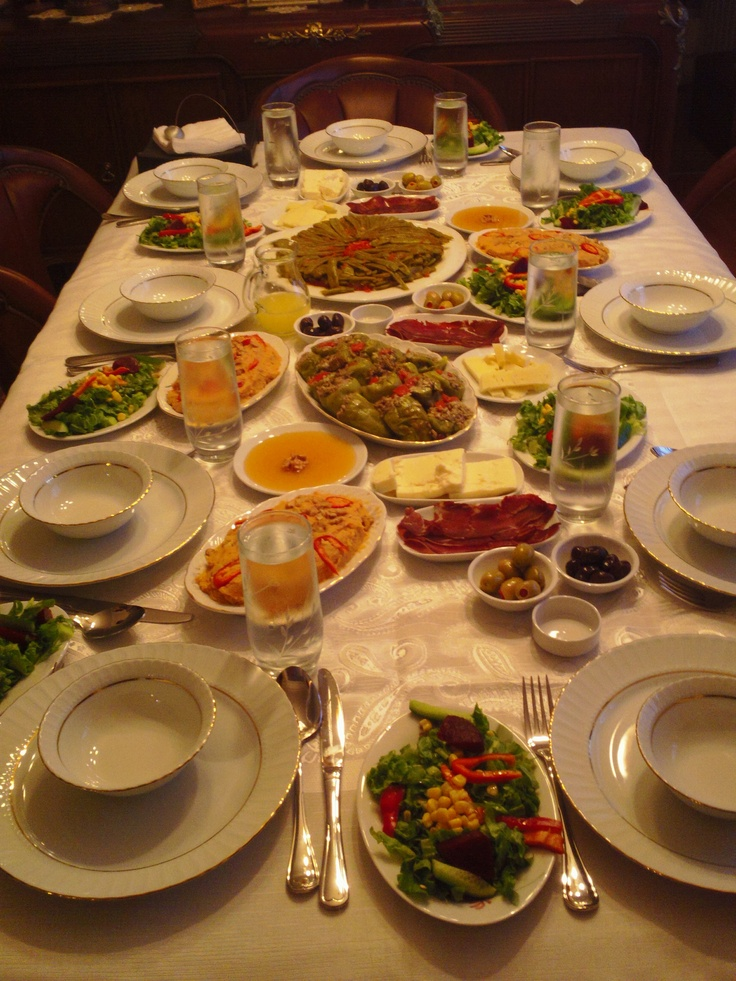 Dining table turkish food pinterest for Table cuisine 8 personnes