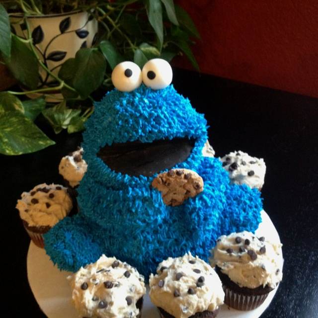 Cookie Monster Cake Using Bear Pan