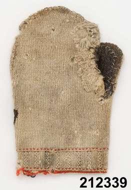 Sweden, farmer's mitten. Note the cuff detail. Sverige , Dalarna , Sollerön , Sarjonsgården