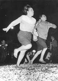 """""""Αναστενάρια: στην ιερή έκσταση της παράδοσης."""" Φωτογραφία από την ταινία του Ρούσσου Κούνδουρου «ΑΝΑΣΤΕΝΑΡΙΑ » 1959."""