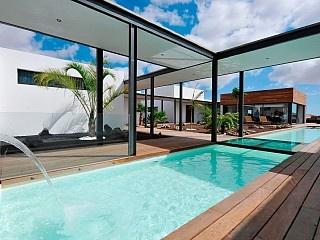 Pension of luxe verhuur, 450 m2, 300 m2 terras, zwembad 70 m2
