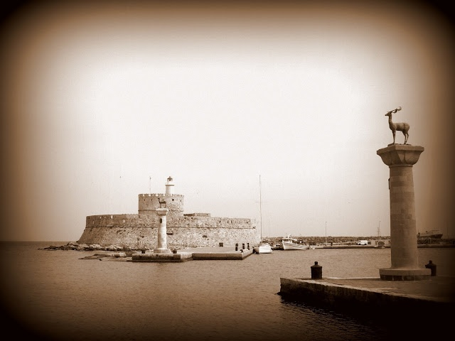 7 SIGHTS (AND A PAINTING) OF RHODES - GREECE - A MARVELLOUS ISLAND FULL OF INSPIRATION! ...AND GUARDED BY A GIANT! See more @ www.edwhatamidoinghere.blogspot.com