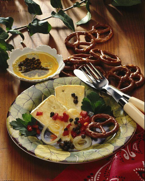 Unser beliebtes Rezept für Marinierter Käse und mehr als 55.000 weitere kostenlose Rezepte auf LECKER.de.