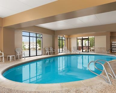 Hampton Inn & Suites Manchester-Bedford Hotel, NH - Indoor Pool