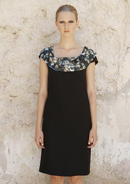 Dresses : Collar crepe dress with flowers