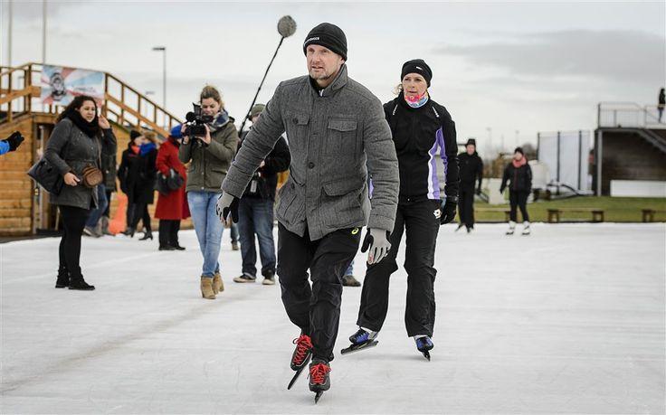 BIDDINGHUIZEN - Prins Bernhard heeft zondag in Biddinghuizen op het ijs getraind voor De Hollandse 100, waarmee hij geld wil inzamelen voor zijn fonds Lymph&co. Ook prinses Margriet en prinses Marilène waren van de partij. (Lees verder…)