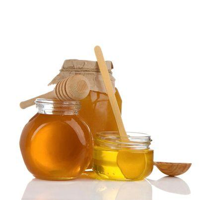 3 vertus surprenantes du miel pour votre santé !  Vous avez la gueule de bois ? Manger du miel après une nuit un peu trop arrosée aide votre corps à éliminer l'alcool de votre organisme.  Vous avez des problèmes d'insomnie ? Prenez un verre de lait chaud avec du miel avant de vous coucher. Une coupure ou une brûlure légère ? Mettez un peu de miel pour prévenir l'infection avant de la recouvrir d'un pansement.